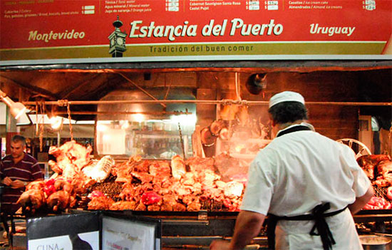 Churrasco no Mercado del Puerto em Montevidéu