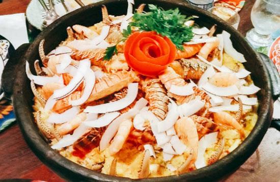 Aproveitar a culinária local nos Lençóis Maranhenses
