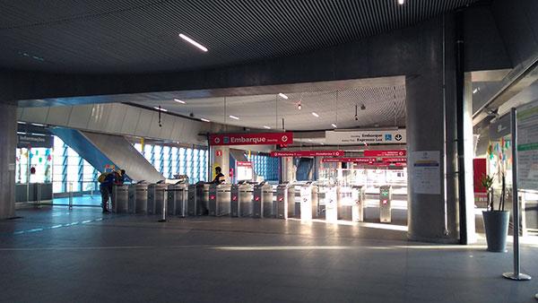 acesso embarque estacao aeroporto